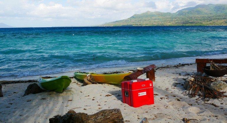Un cubo eléctrico en preparación para ser transportado a una de las islas del archipiélago de Vanuatu.