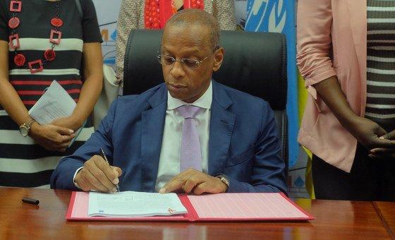 Assinatura do Programa de Recuperação de áreas afetadas pelo ciclone em Moçambique.