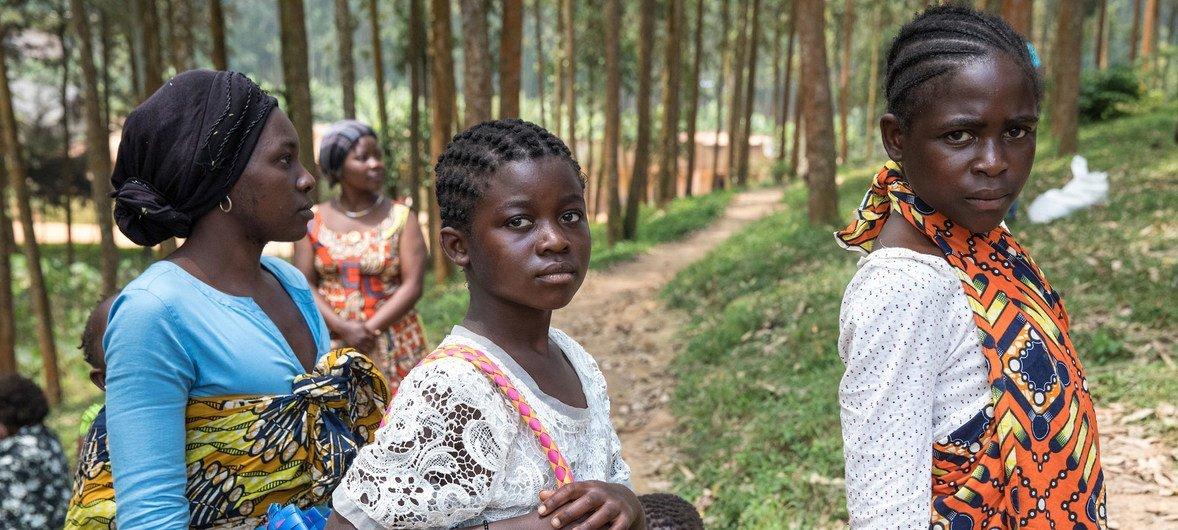 Dans le cadre de la riposte à Ebola, le PAM fournit de la nourriture à des survivants et à des personnes pouvant être porteuses du virus.