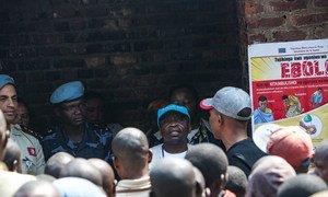 संयुक्त राष्ट्र शांतिरक्षकों की मदद से यूनीसेफ़ के प्रतिनिधियों ने कई जेलों का भी दौरा किया है और वहां बंदियों को इबोला के ख़तरे के बारे में जानकारी दी है.