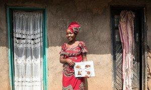 इबोला से निपटने के प्रयासों के तहत स्थानीय लोगों की सामुदायिक समितियां भी बनाई गई हैं जहां उन्हें बीमारी के ख़तरे के बारे में समझाया जाता है.