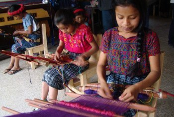 Families from Cotzal Quiché weave typical costumes as part of a project supported by UN Guatemala.