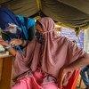 بعد محنة دامت سبعة أشهر في البحر، يتم تسجيل إحدى اللاجئات من الروهينجا في أحد المواقع في آتشيه بإندونيسيا.