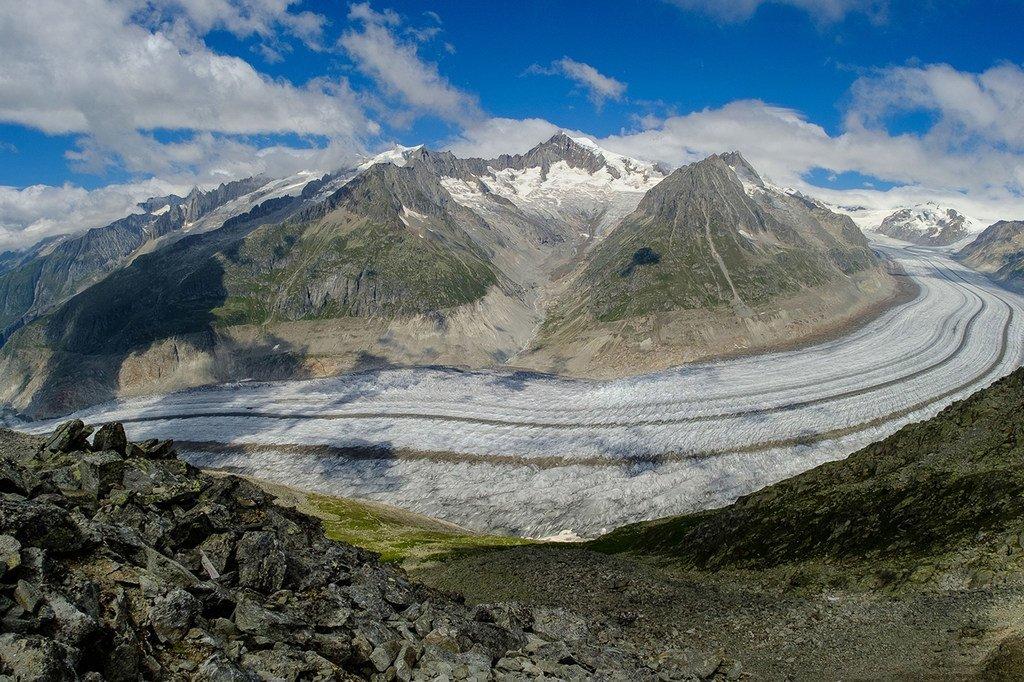 瑞士阿尔卑斯山脉中最大的阿莱奇冰川正在迅速融化,到2100年可能将完全消失。