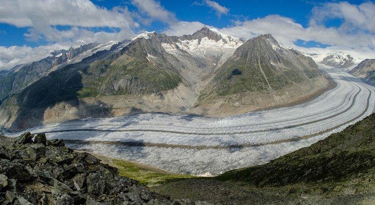 Photo : Geir Braathen Le plus grand glacier des Alpes suisses, l'Aletschgletscher, fond rapidement et pourrait disparaître complètement d'ici 2100.