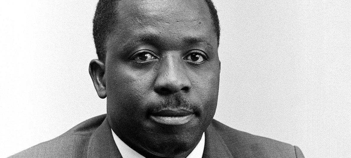 Paul Lusaka, représentant permanent de la Zambie auprès de l'ONU,a été élu en 1984 Président de la 39e de l'Assemblée générale des Nations Unies