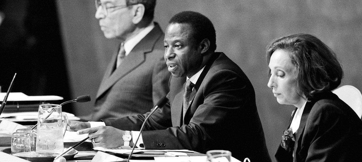 Amara Essy, ministre des affaires étrangères de la Côte d'Ivoire, a été élu Président de la 49e session de l'Assemblée générale des Nations Unies