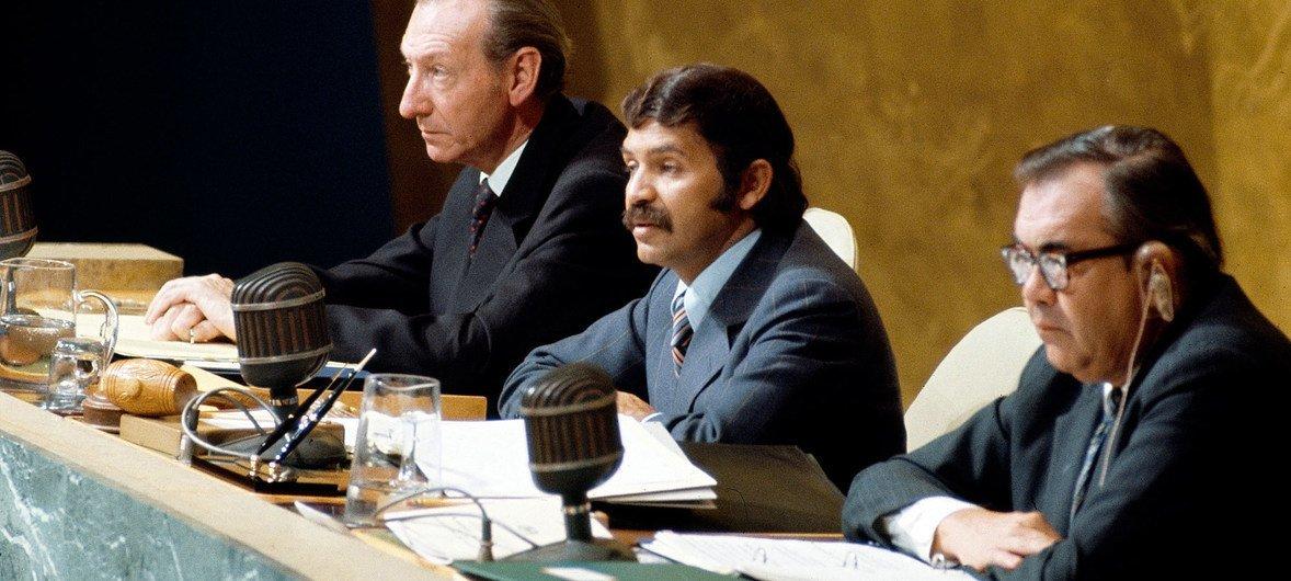 Abdelaziz Bouteflika, de l'Algérie, fut le Président de la 29e session de l'Assemblée générale des Nations Unies.