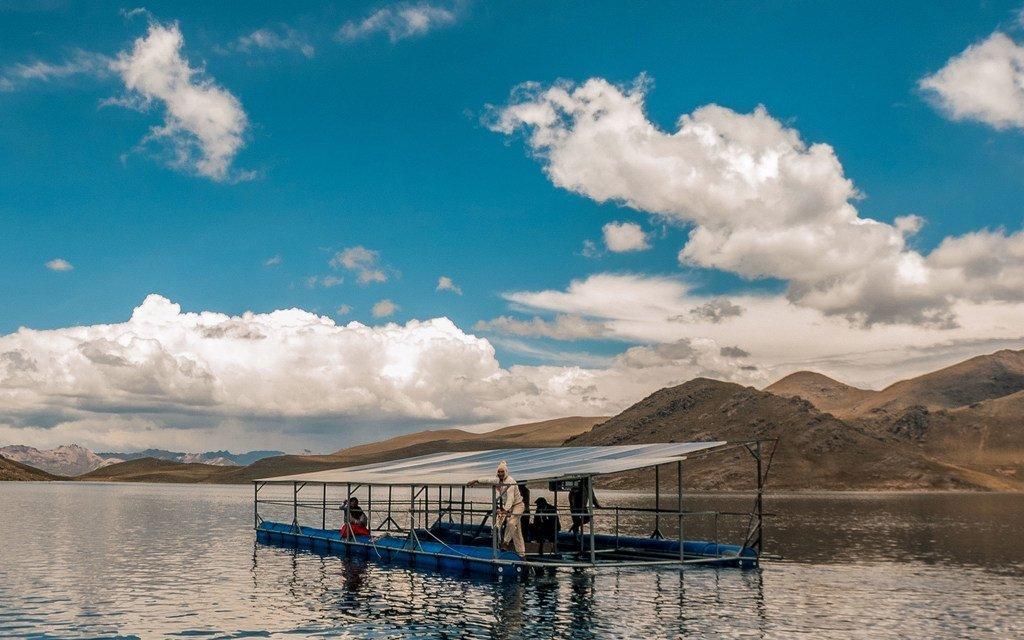 秘鲁的丘利皮亚社区已经开发了浮动太阳能电池板,为灌溉项目提供电力。