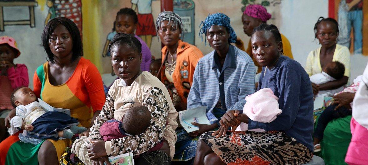 Во многих странах люди  не могут позволить себе необходимую медицинскую помощь, поскольку она им не по карману.