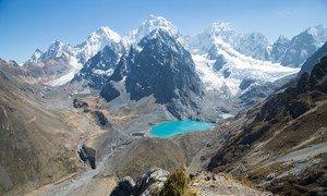 Nos Andes tropicais, as temperaturas médias anuais aumentaram aproximadamente 0,8 ° C no último século e podem aumentar ainda mais.