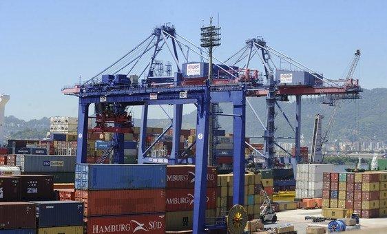 Porto do Rio de Janeiro, no Brasil. Na região, cerca de 2,7 milhões de empresas devem fechar em 2020