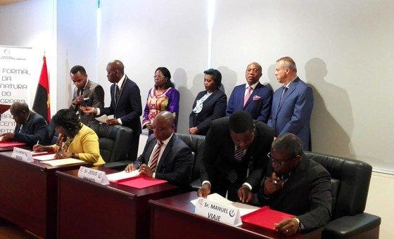 Momento da assinatura do Programa de País para o Trabalho Decente (PPDT) em Luanda, Angola.