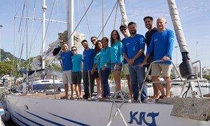 Defensora da campanha Mares Limpos da ONU Meio Ambiente, a família Schurmann e convidados recolheram micro plásticos nos oceanos.