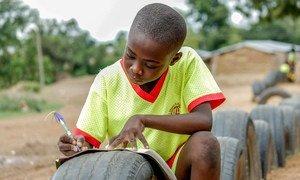 Учеба вопреки трудностям. Школьник в Гане