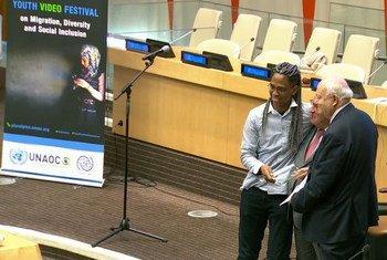 Patrick Melo recebe prêmio em Festival de Vídeos da ONU.