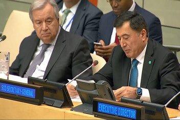 Генеральный секретарь ООН Антониу Гутерриш (слева) и Генеральный Секретарь ШОС Владимир Норов на заседании в Нью-Йорке. (архив)
