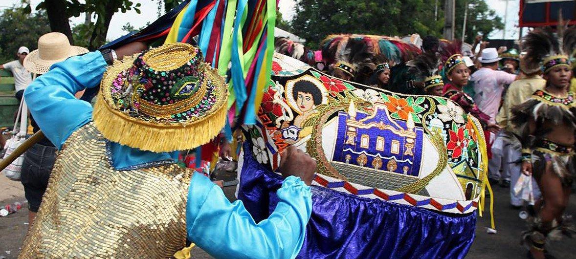 Bumba-meu-boi, do estado brasileiro do Maranhão, é uma prática ritualística que envolve formas de expressão musical, coreográfica, performática e lúdica.