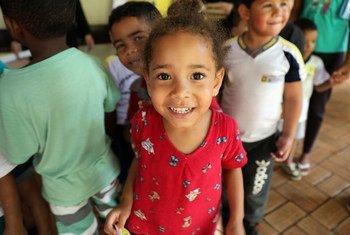 泛美卫生组织在巴西启动免疫周活动,敦促区域各国团结一致,通过预防接种消除麻疹。