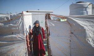 سيدة تبلغ من العمر 75 عاما تعيش وحدها في مخيم للاجئين بعد أن توفي زوجها. بعض من أبنائها ظلوا في سوريا، فيما انتقل آخرون إلى أوروبا.