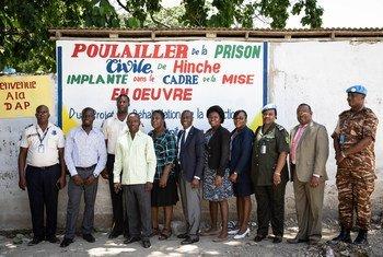 Cérémonie de clôture d'un projet d'élevage de poulets et de formation en techniques avicoles au profit de 116 détenus de la prison civile de Hinche, en Haïti.