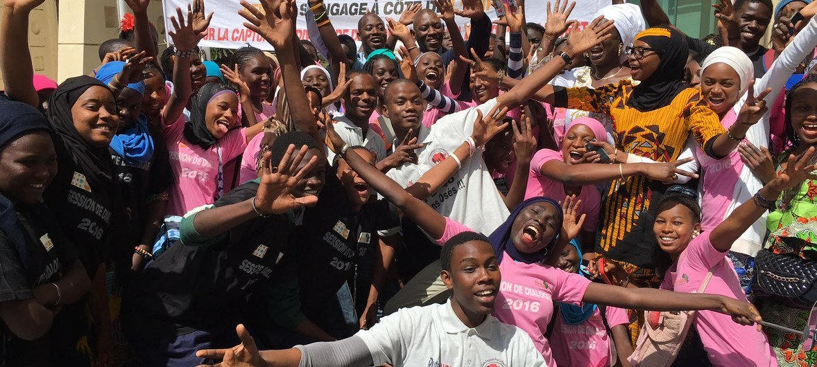 Youth from the Senegalese group Afriyan take a stand for teenage empowerment, following their meeting with UNFPA Regional Director, Mabingué Ngom Mabingué Ngom.