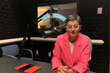 Arancha González, directora ejecutiva del Centro de Comercio Internacional en los estudios de radio de Noticias ONU.