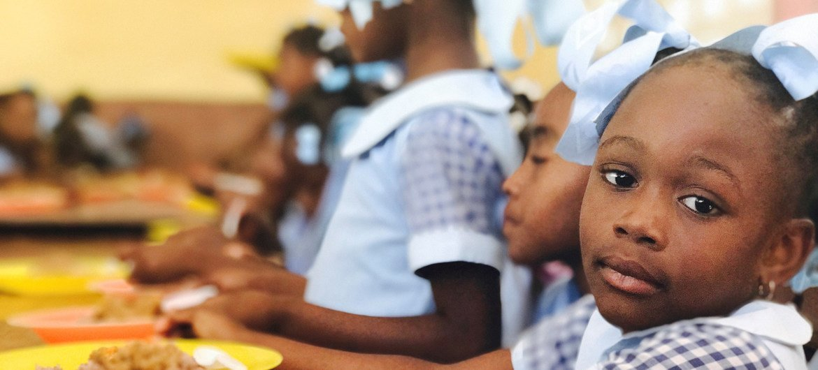 WFP aims to distribute school meals to 300,000 children every day in Haiti, but food deliveries had to be temporarily suspended due to the insecurity.