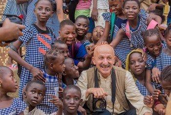 Avec l'Organisation internationale pour les migrations (OIM), le photographe Reza Deghati, a organisé un atelier de formation à la photographie de trois jours à Abidjan, en Côte-d'Ivoire.