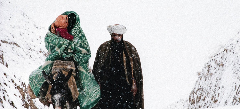 Afghanistan, Badakhshan mwaka 1990 familia ya wakimbizi ikiondoka nyumbani kuelekea ukimbizini Pakistan ili kuokoa maisha yao
