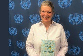 Elisabeth Oosterhoff, fonctionnaire des Nations Unies  a publié un livre intitulé ''De nombreux visages du bonheur : des histoires inspirantes sur ce qui rend les gens heureux''.