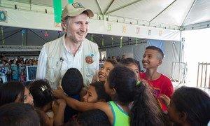 O ator irlandês Liam Neeson interagiu durante quatro dias com venezuelanos que vivem na região fronteiriça entre o Brasil e a Venezuela.