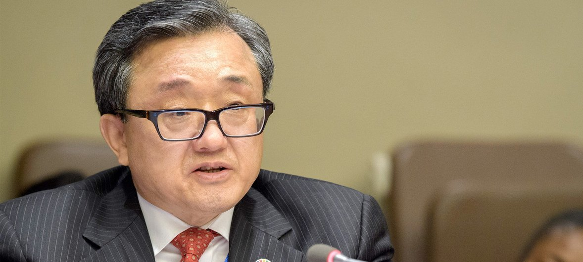Liu Zhenmin, Secrétaire général adjoint aux affaires économiques et sociales.