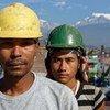 Dos trabajadores en una construcción de Pokhara, Nepal