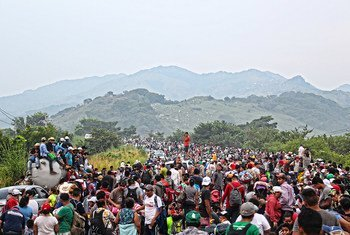 Caravana de migrantes da América Central passa por Chiapas, no México, a caminho dos Estados Unidos.