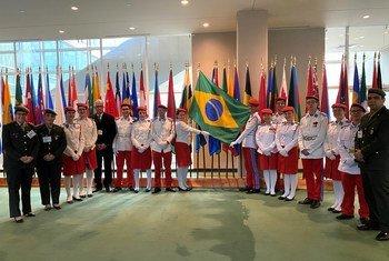 """Todos os anos, o melhor aluno de cada unidade do Colégio Militar é selecionado para participar do """"Harvard Model United Nations""""."""