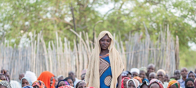 Binti Amaboua akihudhuria elimu ambayo inazungumzia athari za ndoa za utotoni katika jamii yake nchini Chad