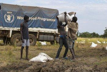 Les Nations Unies fournissent de l'aide alimentaire aux Sud-Soudanais qui ont faim depuis de nombreuses années.