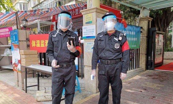 Autoridades locais em Shenzhen, China, estão desempenhando um papel importante no monitoramento de casos do coronavírus.