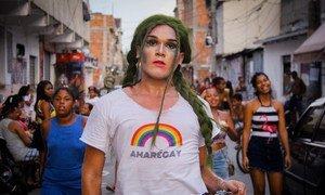 Camiseta estampa o trocadilho com o nome do Complexo de Favelas da Maré e o significado de amor.