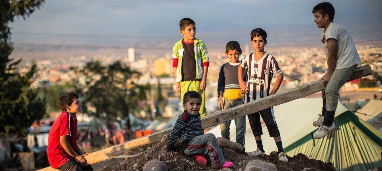 Un grupo de niños iraquíes jugando.