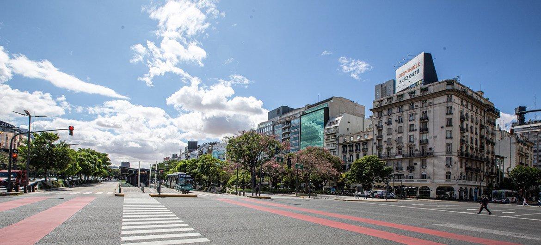 Imagen de la ciudad de Buenos Aires totalmente vacía por el coronavirus.