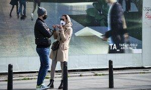 Una escena cotidiana de la pandemia en el barrio de Beyoglu en la ciudad de Estambul, Turquía.