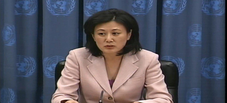 时任联合国秘书长副发言人的姜华在2002年10月18日进行的午间新闻发布会。