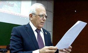 """El doctor José Ramón Acosta lee la Declaración Final del encuentro """"La Bioética en la Educación Superior"""". La Habana, 2017"""