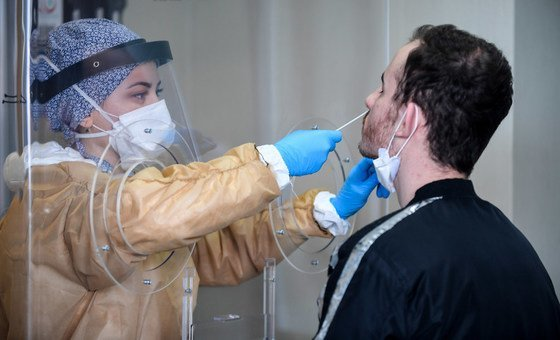 Testes de covid-19 em hospital de Istanbul, Turquia.