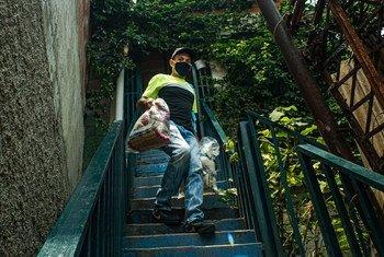 Pendant la pandémie de Covid-19, des aliments sont livrés aux communautés prioritaires du Venezuela.