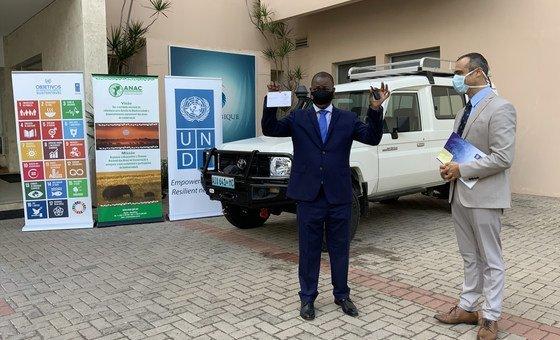 Programa das Nações Unidas para o Desenvolvimento, Pnud, entrega veículo à Administração Nacional das Áreas de Conservação