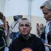 Un homme blessé lors de manifestations au Bélarus est entouré par du personnel médical (photo d'archives).