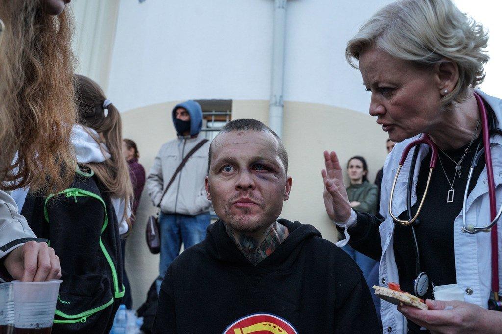 在白俄罗斯有争议的总统选举时候爆发了大规模的和平示威。联合国人权专家强烈批评白俄罗斯安全部队对和平示威者和新闻记者施加的暴力。